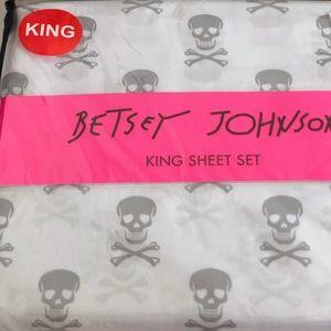 Betsey Skull ☠️Crossbones King Sheet Set